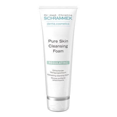 Pure Skin Cleansing Foam er en opfriskende renseskum.